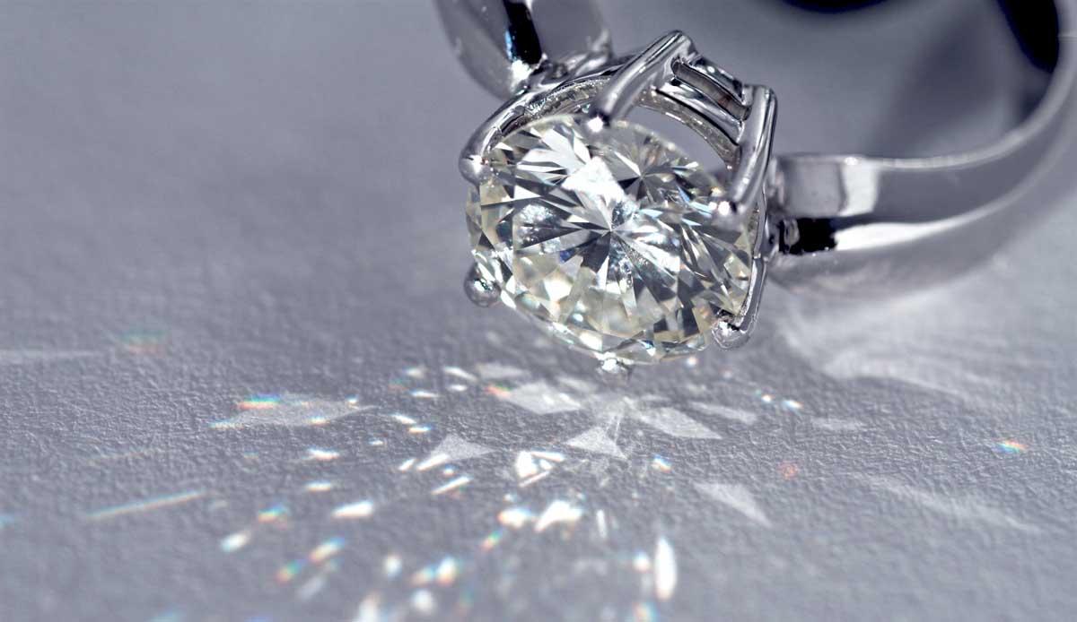 Nichts reflektiert Licht so wie ein geschliffener Diamant